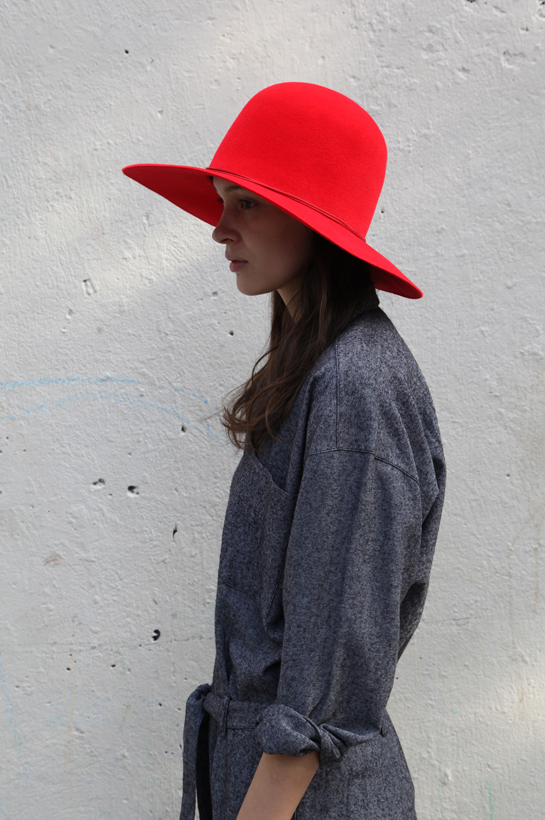 clyde dome hat in true red