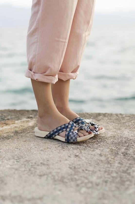 pla sandalias madera